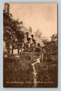 Stratford-On-Avon, UK-United Kingdom, Anne Hathaway's Cottage, Vintage Postcard