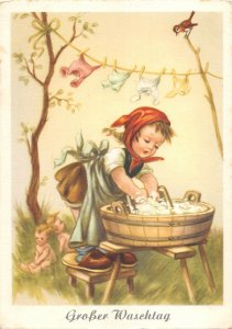 US4835 Grosser Wasehtag Girl cleaning, Washing Clothes Postcard