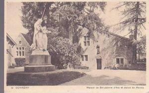 France Domremy Maison de Ste Jeanne d'Arc et statue de Mercie