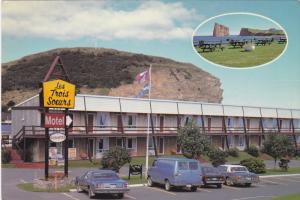 2-Views, PERCE, Quebec, Canada; Motel Les Trois Soeurs, Classic Cars, PU-1987