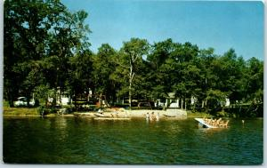 Detroit Lakes, Minnesota Postcard MUENCH'S RESORT Bathing Beach / Boating c1950s