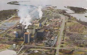Les installations de l'usine de la CIE RAYNIER , Quebec , Canada , 50-60s