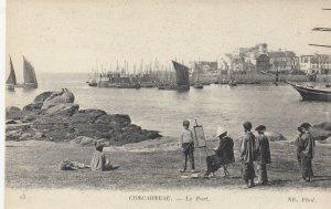 Concarneau , France , 00-10s ; Le Port , Painter on beach
