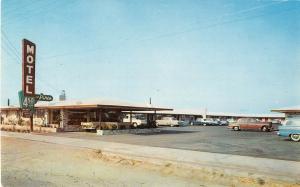 Fresno California Pines Motel Yosemite Highway Vintage Postcard (J19688)