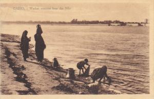 CAIRO , Egypt , 00-10s ; Washerwomen on the Nile