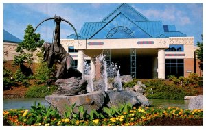 Connecticut Foxwoods Resort Casino, Entrance with Indian statute holding bow