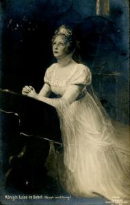Prussian Royalty - Queen Luise in Prayer.    *RPPC