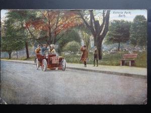 Somerset: BATH Victoria Park showing Old Car - Old Postcard
