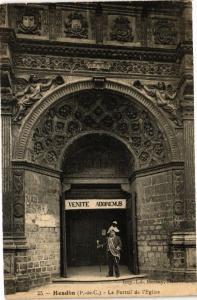 CPA HESDIN - Le Portail de l'Église (129512)
