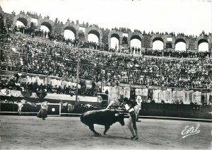 France corrida de toros pose de banderilles al cuarteo au quart cercle Postcard