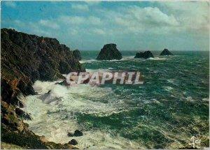 Postcard Modern Finistere Camaret Tas de Pois by agitated sea the Pen Hir