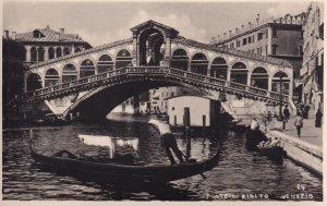 RP; VENEZIA, Veneto, Italy, 1920-1940s; Ponte Di Rialto, Gondolas