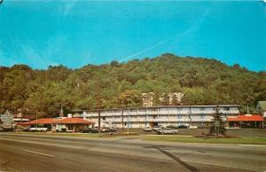 Wheeling West Virginia~Howard Johnsons Motor Lodge & Restaurant~1960s Postcard