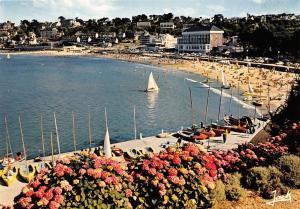 France La Cote de Granit Rose Perros Guirec La plage de Trestraou Bateaux