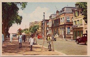 Martinique Fort de France Rue de la Liberte et l'Hotel des Postes Postcard E86