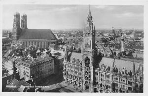 Muenchen Rathaus mit Frauenkirche Church Street Town Hall Panorama