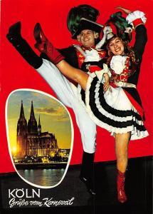 Karneval in Koeln Mariechen und Tanzoffizier der Altstaedter Dom Cathedral