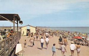 Crowded Beach at Misquamicut RI, Rhode Island