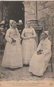 FRANCE, 00-10s ; Jeunes Filles de JUCH, Costumes Bretons
