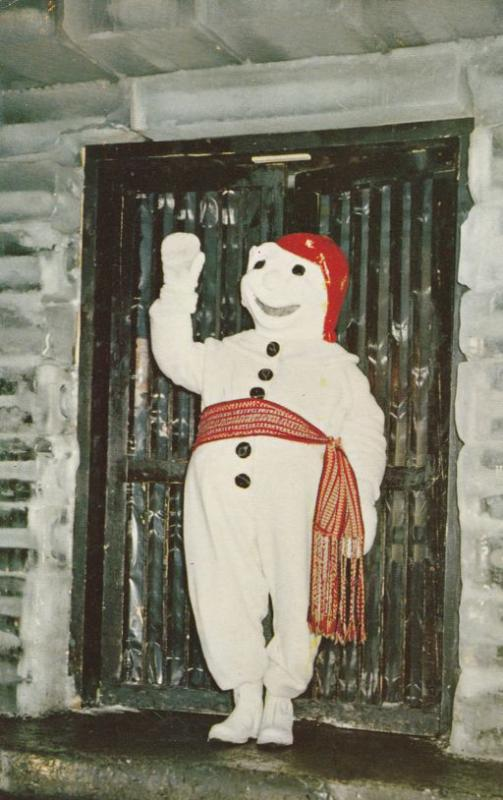 Greeter in Snowman Custume - Invitation to Winter Carnival in Quebec Cities