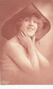 Woman in hat , 00-10s ; TUCK