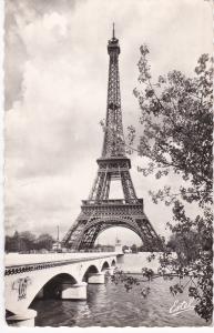 Post Card France Paris La Tour Eiffel et le Pont d'Ilena 1961