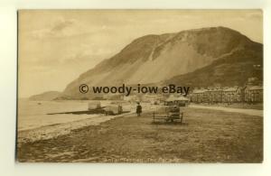 tp8045 - Wales - Looking along the Parade & Beach, in Llanfairfechan- Postcard