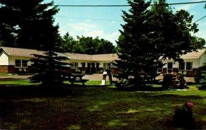 Maine Cornish Mid-Way Motel
