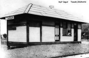 Tiawah Oklahoma Missouri Pacific train depot real photo pc Y14676