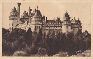 France Pierrefonds Le Chateau Cour et galerie exterieure