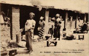 CPA AK Madame Senegal en villegiature MAROC (825390)