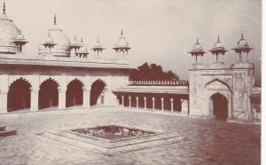 RP: AGRA , India , 00-10s; Palace grounds