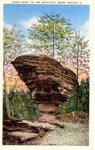 AR - Eureka Springs, Ozarks. Pivot Rock
