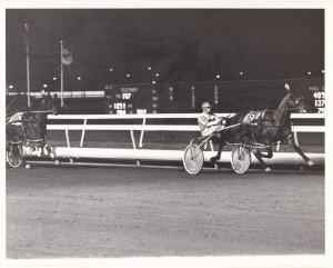 MEADOWLANDS RACE TRACK, Harness Horse Race, TALKSHOW LOBELL winner, 1985