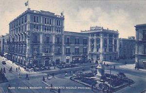 Bari , ITALY, 00-10s : Piazza Massari - Monumento Nicolo Piccinni