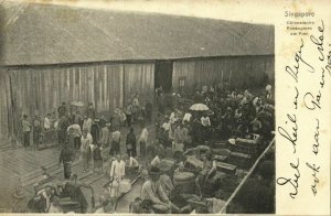 singapore, Chinese Passengers at the Quay (1903) Postcard