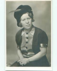 rppc 1920's Fashion WOMAN IN HAT WITH CONCERNED LOOK ON FACE AC8473