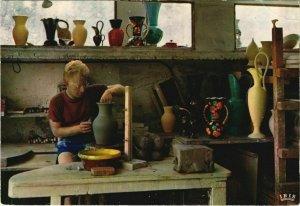 CPM VALLAURIS Centre Mondial de la Poterie - Artisan au Tournage (1113231)
