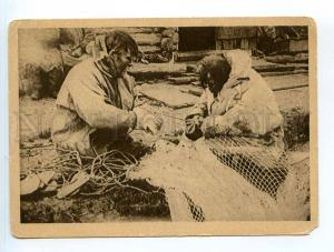 249833 Russia NORTH Samoyeds mending nets Vintage GIZ postcard