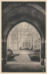 NEW HAVEN , CT , 1930s ; YALE ; Hall of Graduate Studies Court