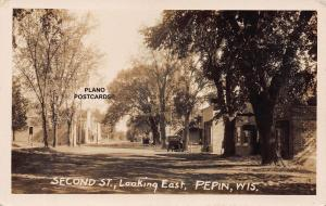 PEPIN, WISCONSIN SECOND STREET LOOKING EAST RPPC REAL PHOTO POSTCARD