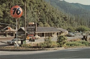 YOSEMITE , California , 50-60s ; 76 Gas Station & Parkline Motel