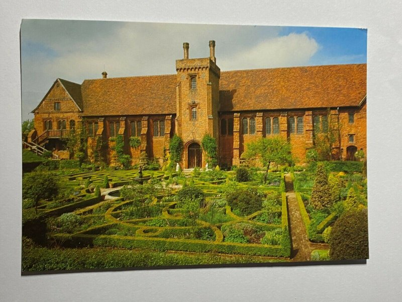 UNUSED PICTURE POSTCARD - OLD PALACE KNOT GARDEN HATFIELD  (KK2274)
