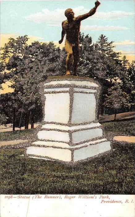 11313 RI Roger  WIlliam´s Park       Statute  The Runner  Glitter