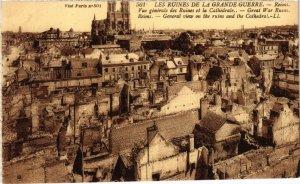 CPA Militaire - REIMS - Vue générale des Ruines et la Cathédrale (91741)