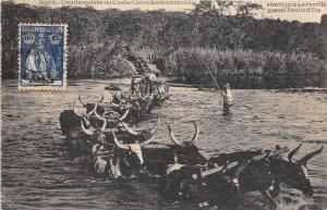 BC60902 Angola um traverssia no rio Cunene carros boers conduzino
