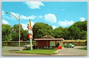 Heber Utah~Hilton Motel on North Main~Coca-Cola Chest Cooler~1950-60 Cars