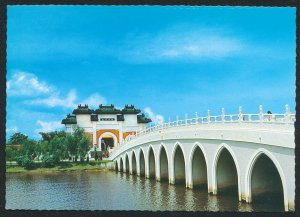 Bridge to the Palace of Chinese Gardens Jurong 1970s Colorscans Postcard AT 56