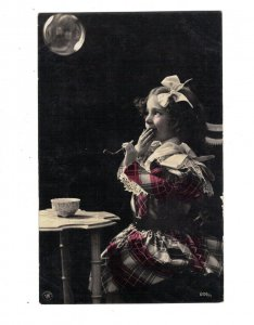 HI1096 LITTLE VICTORIAN GIRL  BOW IN HAIR BLOWING SOAP BUBBLES REAL PHOTOCARD