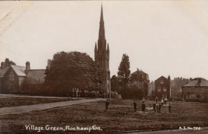 RP: ROEHAMPTON , England , 1900-10S ; Village Green